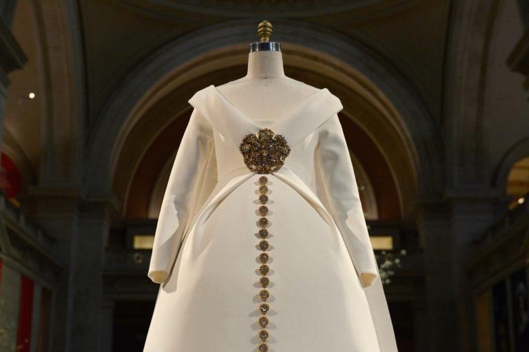 Costume-Institute-Metropolitan-Museum-Art-Met-Manus-Machina-Exhibit-Fashion-Tom-Lorenzo-Site-1-768x512